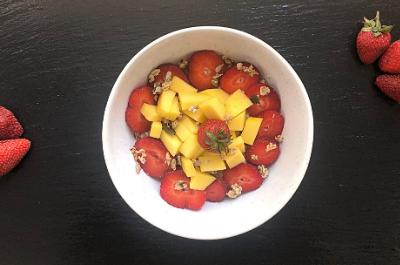 mikro+ Erdbeeren Mango Porridge
